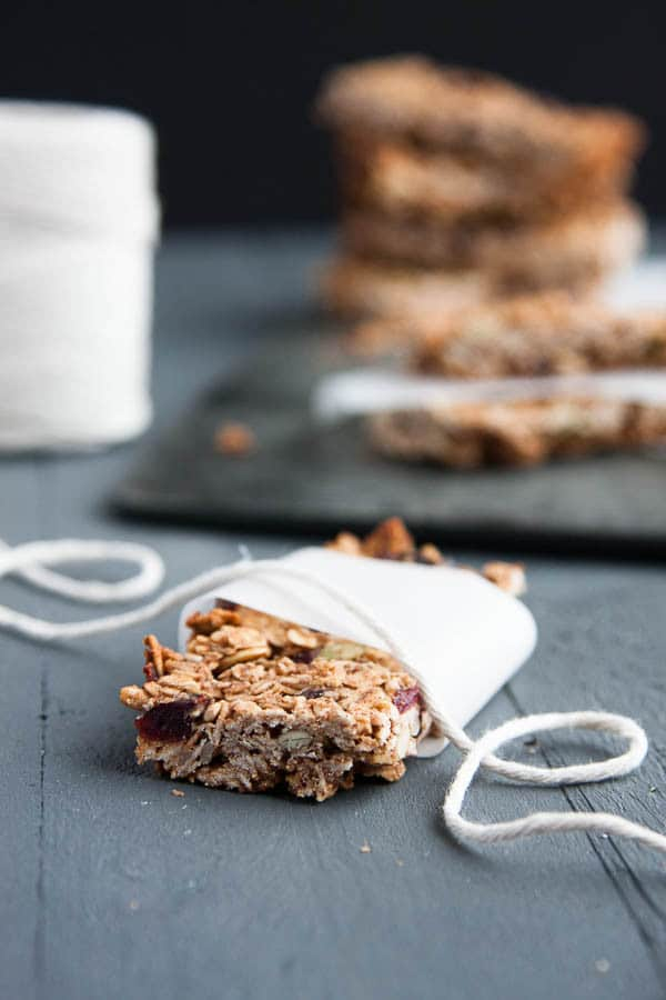 These homemade granola bars are SO SIMPLE! One bowl, 6 ingredients and 20 minutes from start to finish!