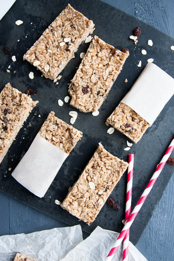 6 ingredients, one bowl, no bake Peanut Butter Oatmeal Granola Bars! So simple!