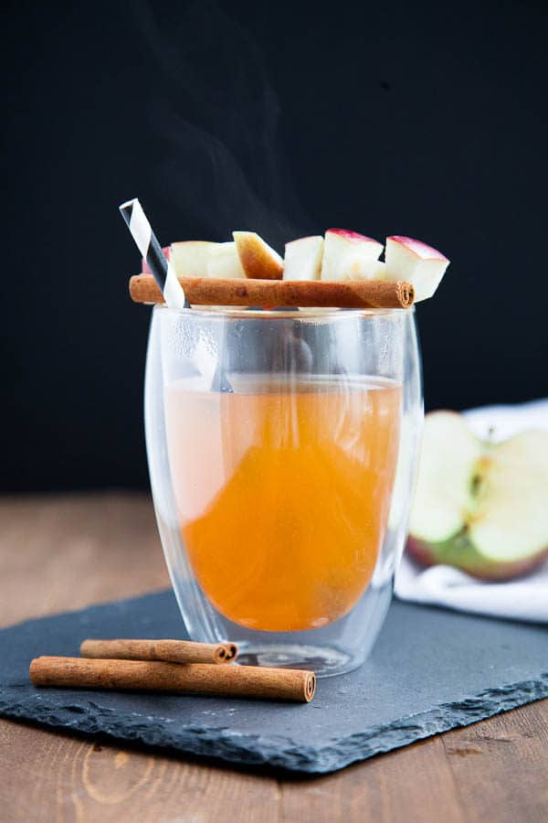 Only 5 ingredients and 30 minutes to this Simple Homemade Apple Cider.