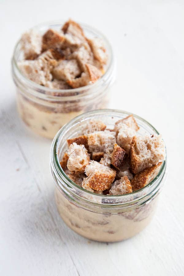 Who knew you could make French Toast in a mason jar?! In just 5 minutes, you can make cinnamony delicious Mason Jar French Toast! So fun!