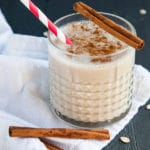 With the flavours of cinnamon and vanilla and the heartiness of oats and bananas, this smoothie really does taste like a cinnamon bun!